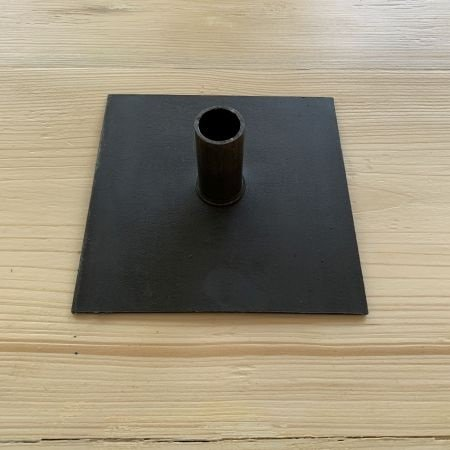 A standard base plate in black